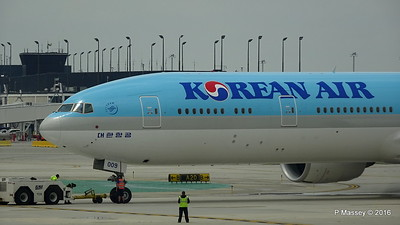 Korean Air 777 HL8009 ORD 01-06-2016 11-45-05