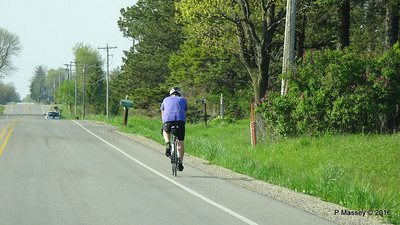 Cyclist Lake Shore Rd Lamp Lighter Lane Wisconsin 23-05-2016 16-34-23