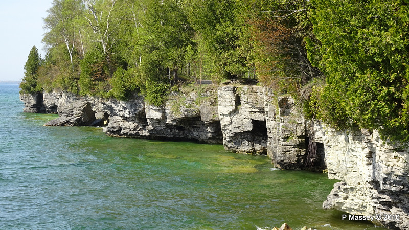 Cave Point County Park Limestone Cliffs WI PDM 24-05-2016 09-37-02