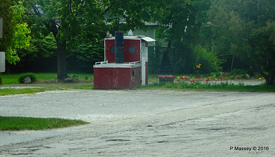 Boat Kiosk Outside Viking Grill Fish Boil Cedar Road Ellison Bay WI PDM 24-05-2016 10-39-048