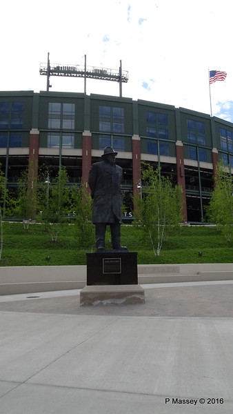 Vincent (Vince) T Lombardi Sculpture Lambeau Field Green Bay Wisconsin PDM 24-05-2016 14-47-49