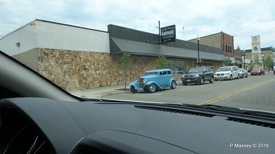 Old Ford N 3rd Ave Jefferson St Sturgeon Bay Wisconsin 24-05-2016 12-54-052