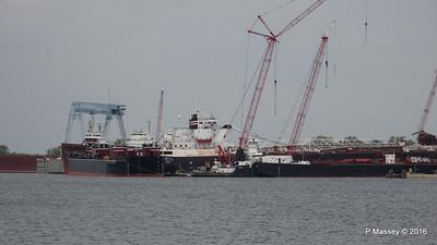Tank Barges LOUISIANA GREAT LAKES Tug MICHIGAN Bulker AMERICAN COURAGE more Sturgeon Bay Wisconsin 24-05-2016 13-26-06