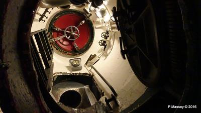 Escape Hatch USS COBIA Wisconsin Maritime Museum PDM 25-05-2016 09-16-45