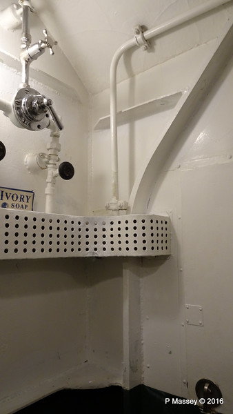 Shower USS COBIA Wisconsin Maritime Museum PDM 25-05-2016 09-22-55