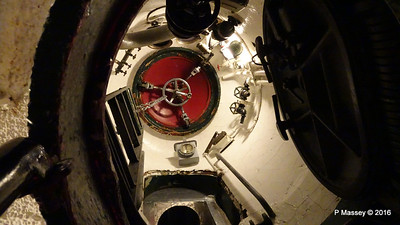 Escape Hatch USS COBIA Wisconsin Maritime Museum PDM 25-05-2016 09-16-49