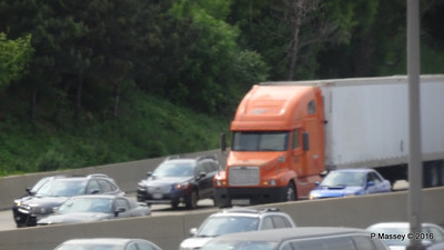 Orange Truck I 90 by CTA Blue Line ORD - Washington Chicago 31-05-2016 14-01-01