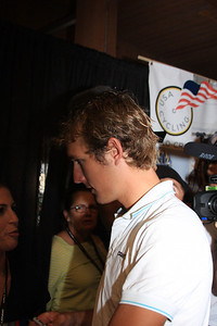 Andy Schleck talks to a fan