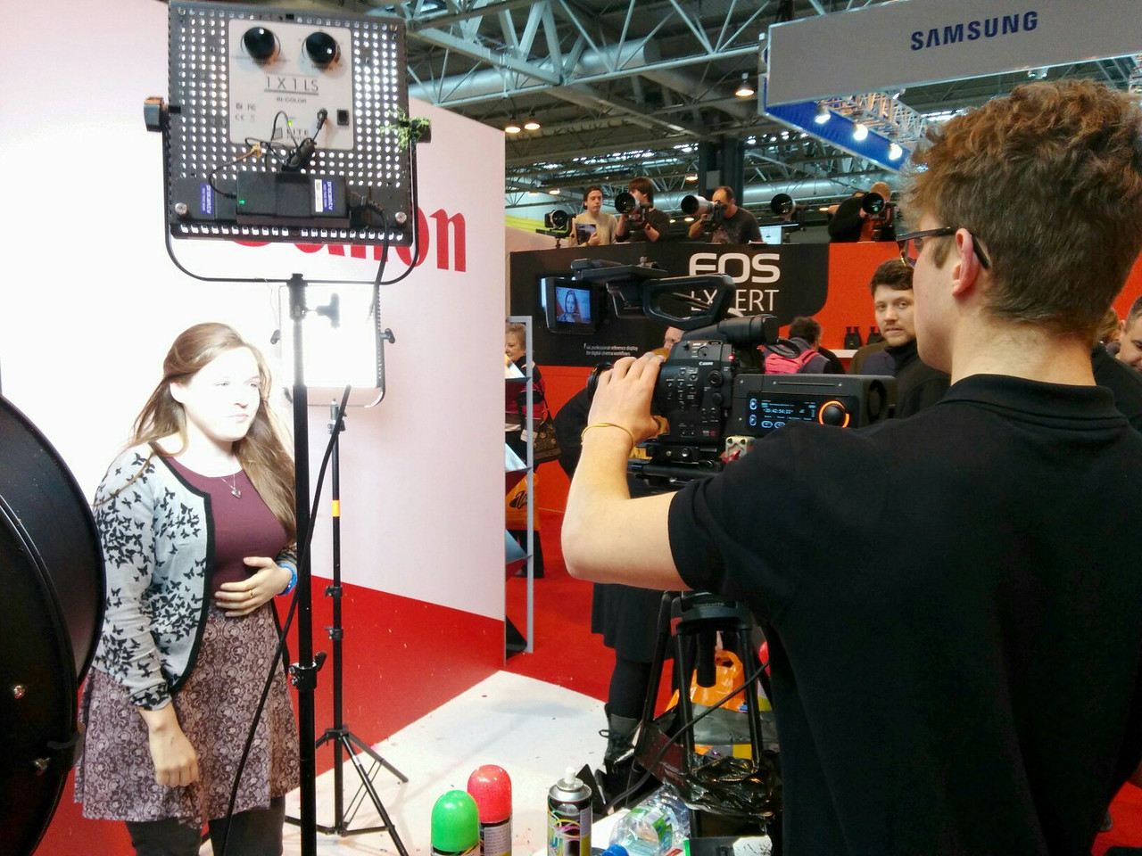 Canon stand video demos