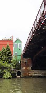 Green Guard House at Chicago River Bridge