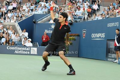 Roger Federer photo by Rob Rich © 2009 robwayne1@aol.com 516-676-3939