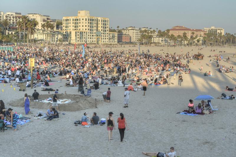 Concert crowd Santa Monica beach - Thursday 07-23-15