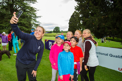 Valdis Jonsdottir takes a selfie with young golfers after a Q&A session