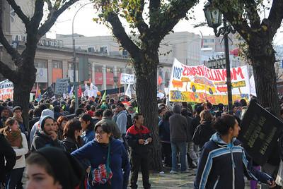 Onlookers in Plaza Victoria.