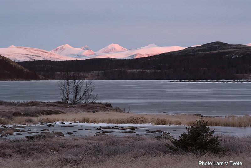 Rondane seen from lake Flaksjøen