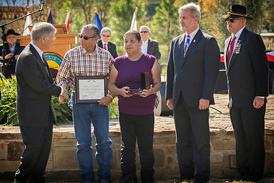Justin and Mary Yearby, parents of U.S. Marine Lance Cpl. Hatak-Yuka-Keyu Martin Yearby, accept the posthumous award of the Oklahoma Gold Star Medal for their son who died May 14, 2006, while serving in Iraq.