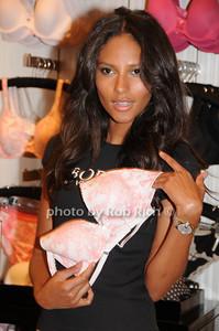 Emanuela de Paula photo  by Rob Rich © 2009 robwayne1@aol.com 516-676-3939