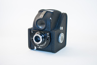 Ensign Ful-Vue This camera was produced in the late '40s by Barnet-Ensign, London.