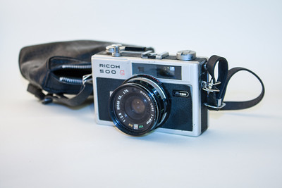 Ricoh 500G The Ricoh 500G is a rangefinder camera, featuring a 40mm f2.8 lens. The 500G had shutter priority and a display in the viewfinder.