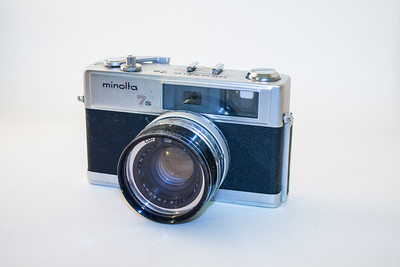 Minolta Hi-Matic 7S The Minolta Hi-Matic range was introduced in the early 1960s, with the Hi-Matic 7 first appearing in 1963. The Hi-Matic 7s (the one I currently have) added a hot shoe, but is otherwise essentially the same camera. The Hi-Matic 7 and 7s were fully automatic rangefinder cameras featuring a 45mm f1.8 lens. The cameras could also be used in metred manual mode.