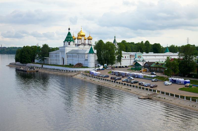 Ипатьевский монастырь с моста, Кострома