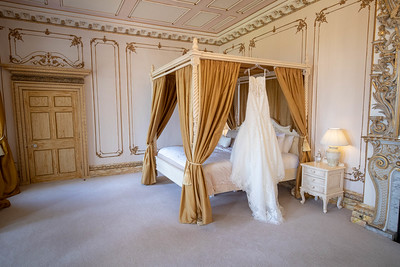 Four poster bed at Gosfield Hall | gosfield hall wedding venue | wedding photography