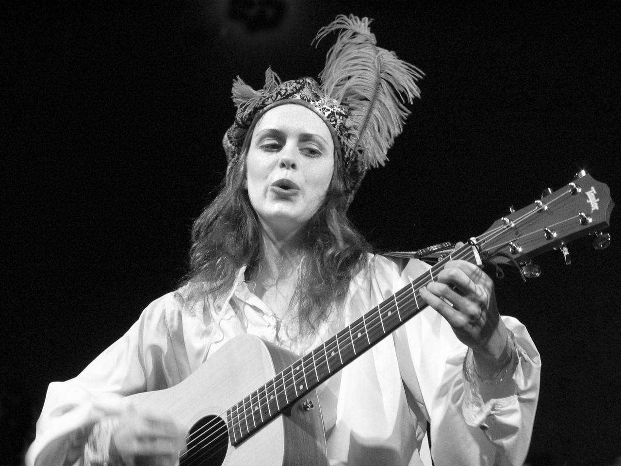 """SINGER-OFF BROADWAY <br />  Candice Holdorf- singing in the New York off Broadway production of: """"The Curate Shakespeare's As You Like It"""" (c)V. Roger Rubin 2004"""