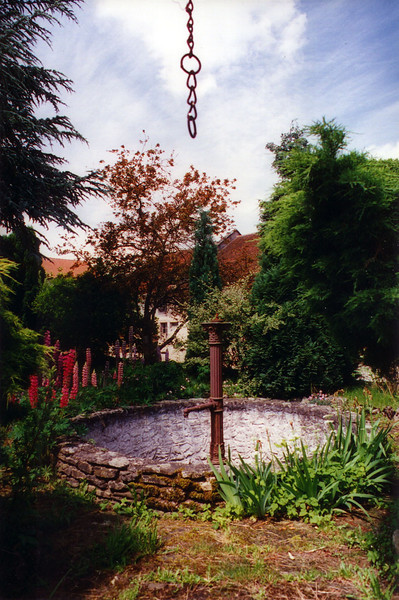 Courtyard fountain, Heiligenbronn Farm, looking north (photo taken June 1995).