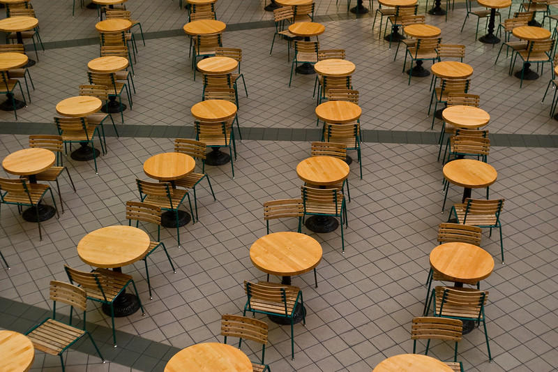 Alignment of tables.<br /> -----<br /> Un alignement de tables.