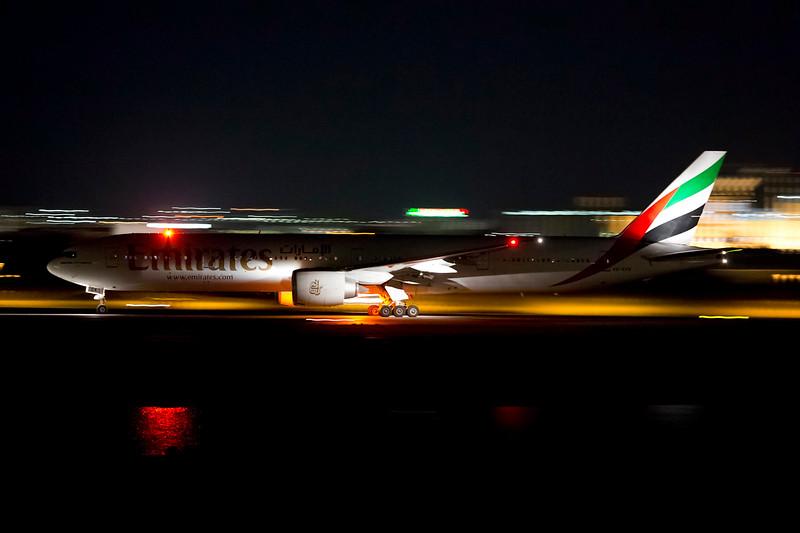 http://www.vortexaviationphotography.com/Other/webposting/i-xJzMFSr/10/L/emirates-L.jpg
