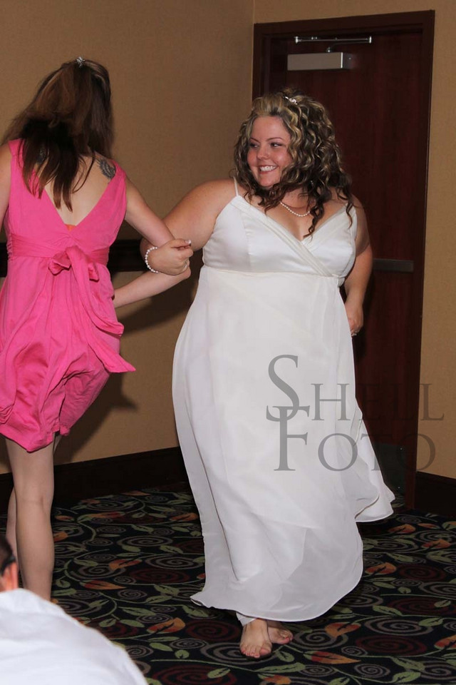 <h3>The bride and her matron of honor dancing to their own beat. :)