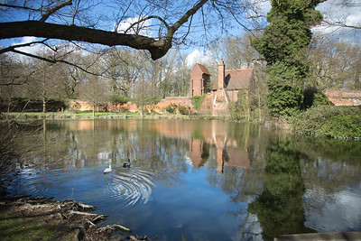 The lake and fishermans cottage at Friern Manor