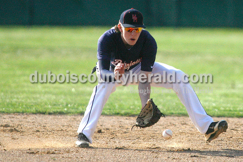 Rachel Mummey/The Herald<br /> Heritage Hills' Tyler Ward fielded a ground ball during their game against Southridge in Lincoln City on Tuesday evening. The Patriots won 2-1.