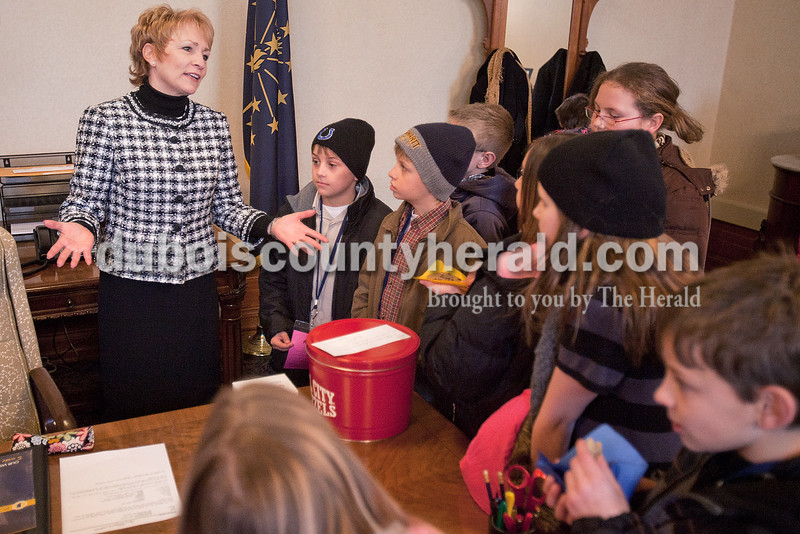 Rachel Mummey/The Herald<br /> Lieutenant Governor Sue Ellspermann gave fourth-graders from Pine Ridge and Ferdinand Elementary schools a tour of her office and explained her role as Lieutenant Governor after being inaugurated at the State Capitol in Indianapolis on Monday.