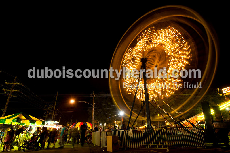Crowds gathered to ride the midway rides as night fell on the Dale Fall Fest on Saturday. Ariana van den Akker/The Herald