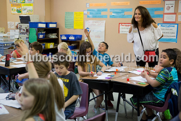 Sarah Ann Jump/The Herald Fifth Street School principal Leah Jessee popped into a second grade classroom at the school in Jasper on Wednesday morning.