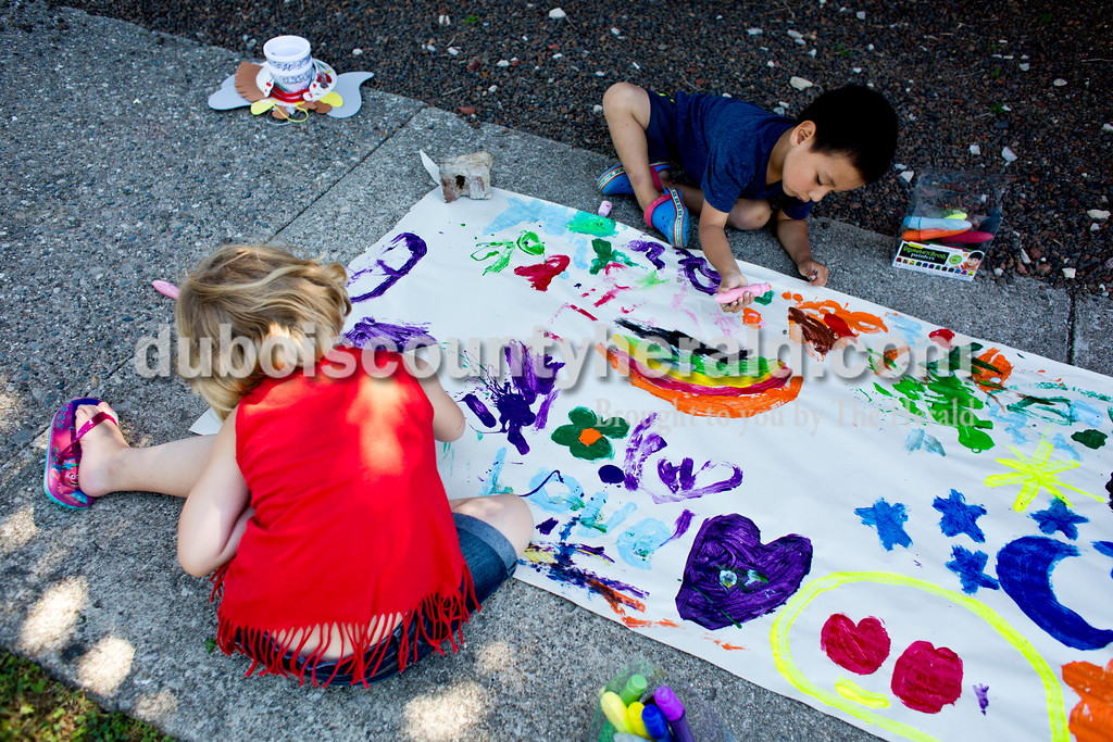 Tegan Johnston/The Herald<br /> Daisy Barker, 5, left, and Gio Angeles, 4, both of Jasper, painted during Wednesday's Outside Art Day at the Jasper Public Library. Families spent the morning working on a variety of crafts, which included coloring visors, making animal masks, decorating sticker sheets, painting and more.