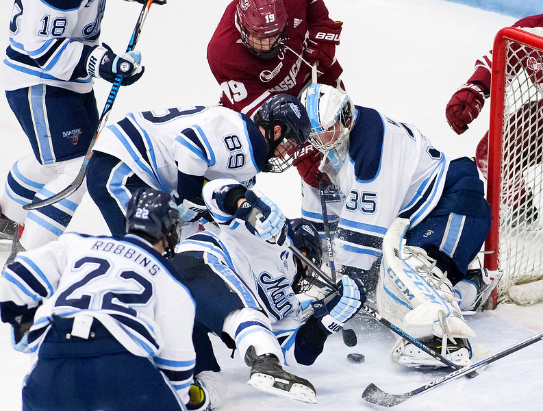 UMhockey012717 010.JPG
