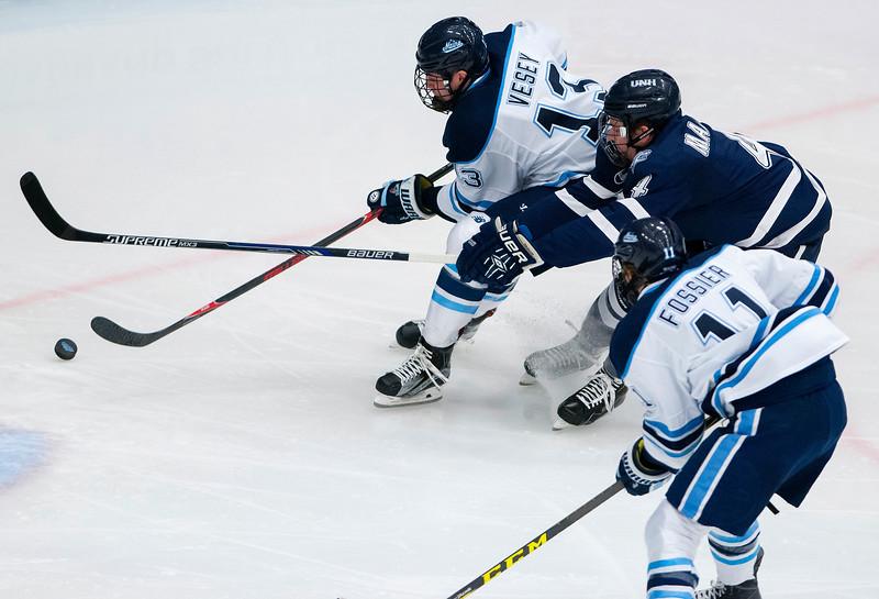 UMhockey120316 001.JPG