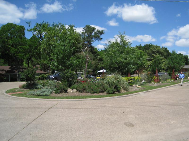 9806 Coldwater Cir garden in the median
