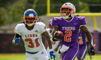 Edward Waters' Ferante Cowart had two potential kickoff return touchdowns called back by penalties duringg the Tigers' 24-20 win over Florida Memorial on Saturday, Aug. 28, 2021 at the Nathaniel Glover Community Field & Stadium. (Photo by Will Brown)