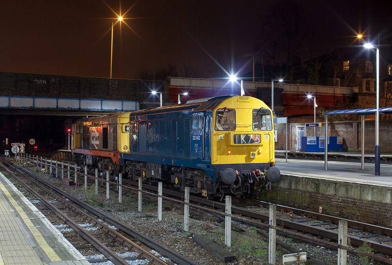 20227&20142 wait to leave Richmond after arriving with the 0L20 22.12 Ruislip Depot-Lillie Bridge depot light engine move. The unusual working was the transfer of Class 20 locomotives between Ruislip and Lillie Bridge depot in readiness for LU150. 3.1.13
