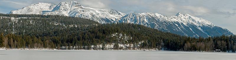 Winterfest 05 pan (group from across lake)
