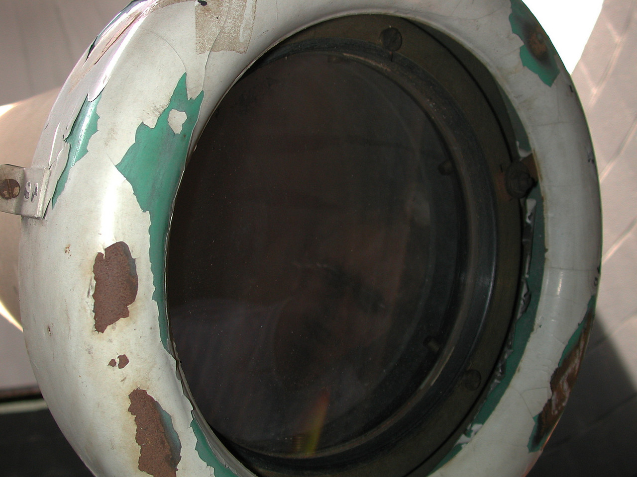 As we can see the original color of the telescope was green. The lens appears to be in great condition!!