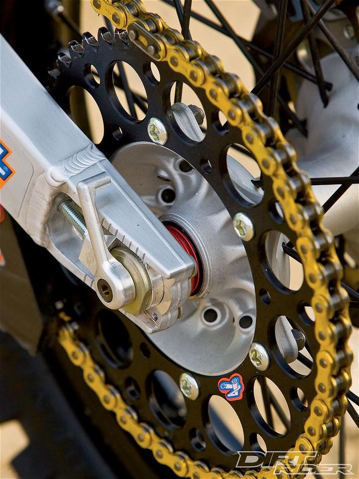 141_1006_35_z 2010_factory_off_road_race_bikes wheel_spacers