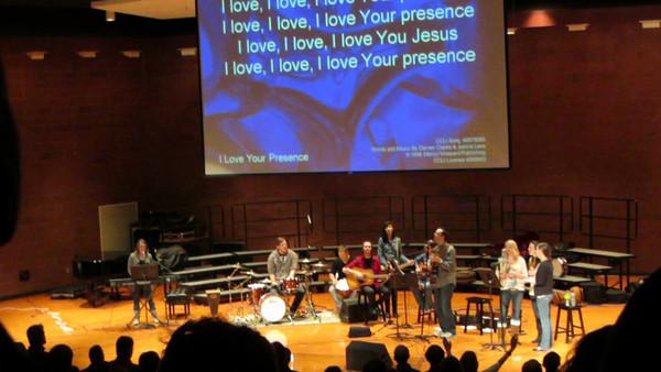 Bethal Church- I love your Presence with lyrics   http://youtu.be/oDZ17iBqoew
