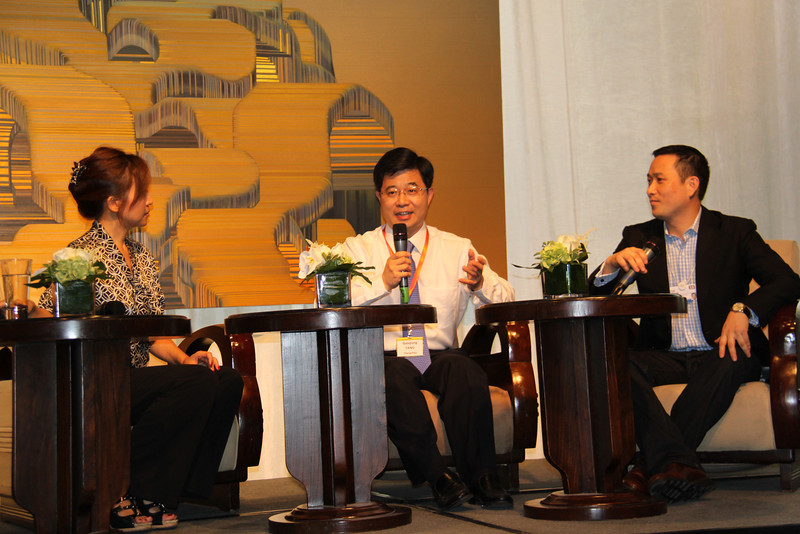 Guo Qiang Fang, Vice-Mayor of Changzhou with Peggy Liu, YGL and translation by Tim Wang, China CEO of Ecolab