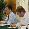 Vice Dean Hai Shan Jiang and Peter Lacy from Accenture, 姜海山副院长和埃森哲执行总监 Peter Lacy