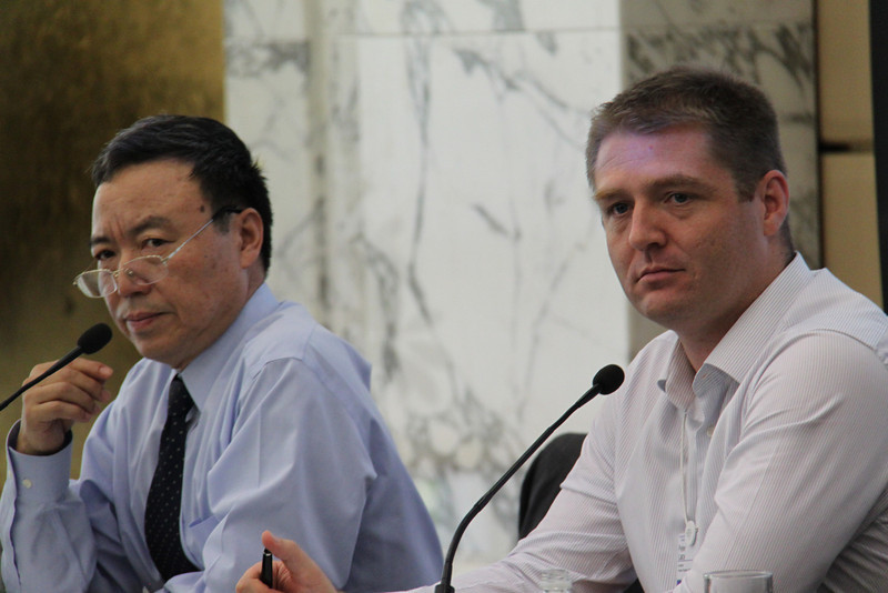 Vice Dean Hai Shan Jiang and Peter Lacy from Accenture, 姜海山副院长和Peter Lacy,埃森哲副总裁