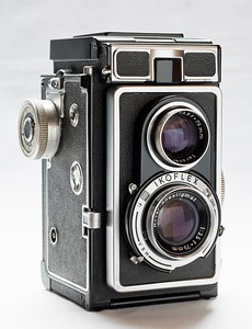 """This is the camera I used to take pictures shown in this gallery  (Zeiss Ikon Ikoflex Ic). Zeiss made them between 1956 and 1960. The """"Novar-Anastigmat"""" taking lens is only a triplet (Zeiss also made a version with a better 4-element Tessar lens), but due to the sheer size of the negative (60 x 60 mm square on a 120 roll film), it is able to capture  quite a bit of detail. The upper lens is for the viewfinder only. I think these cameras were supposed to be poor man's Rolleiflexes, but somehow never really caught on."""